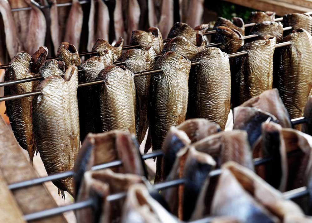Продать копченую рыбу мясо
