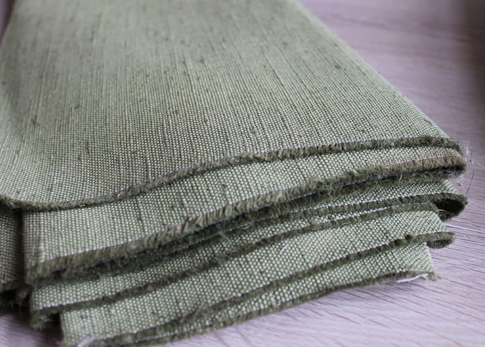 Материалом производственной спецодежды может быть брезент металлический декор на стену
