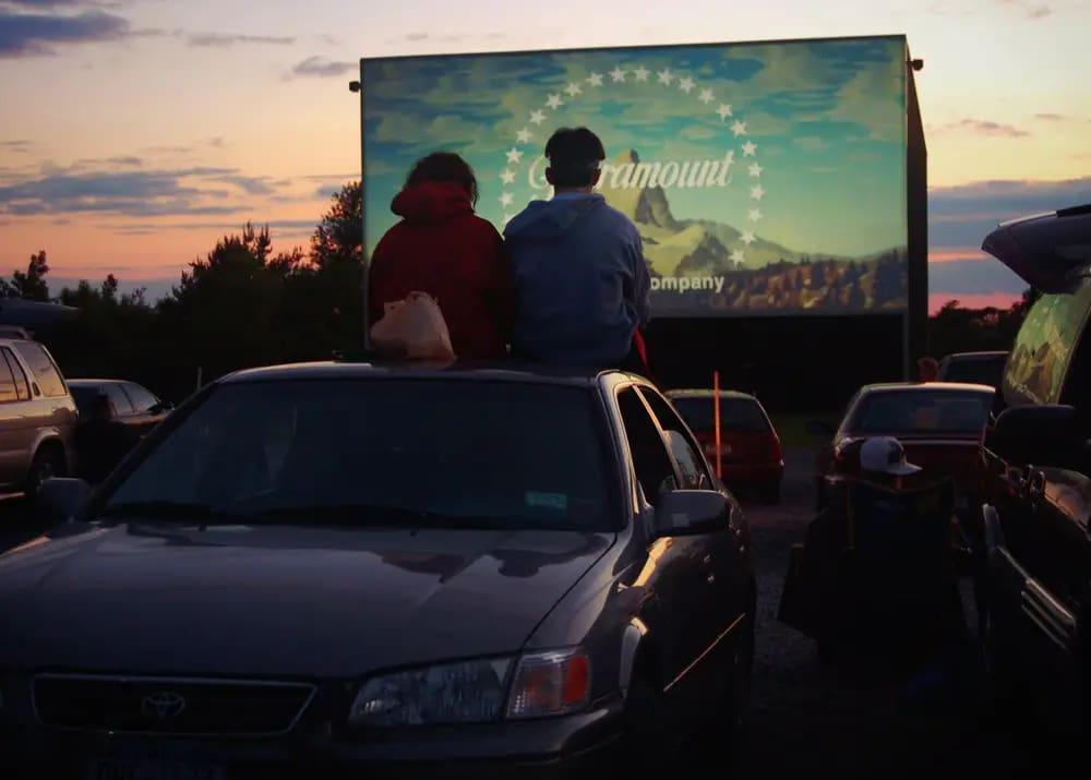 Кинотеатр под открытым небом: это выгодно или нет?