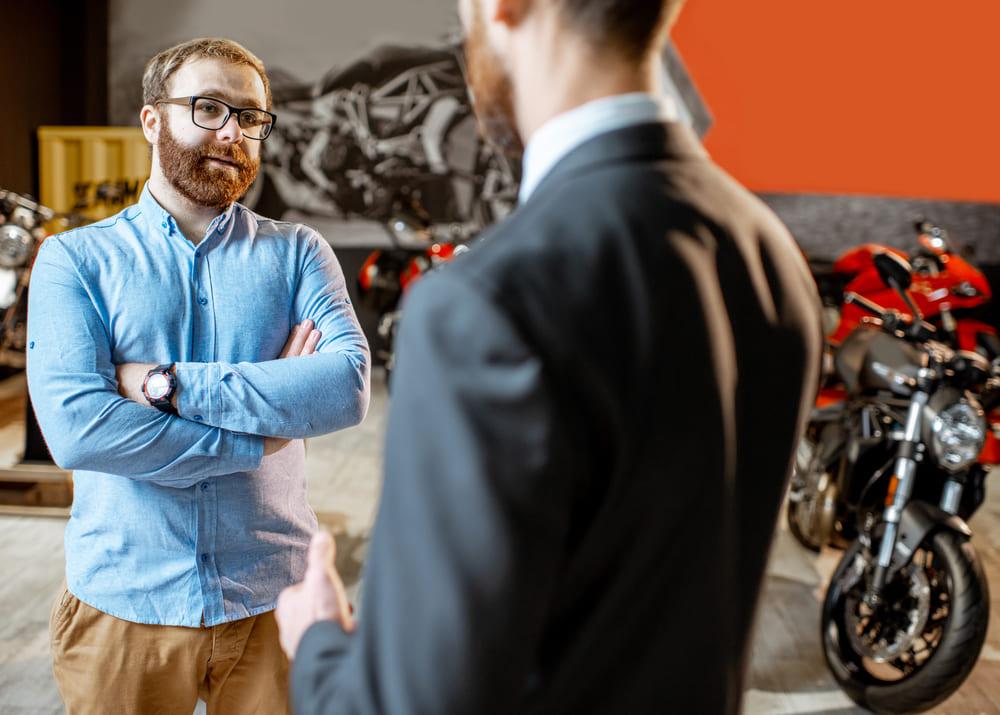 Как открыть бизнес по продаже электромобилей