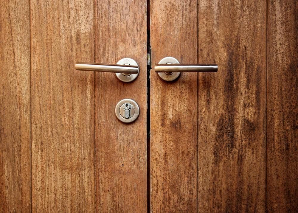 Вход в бизнес: как открыть магазин дверей