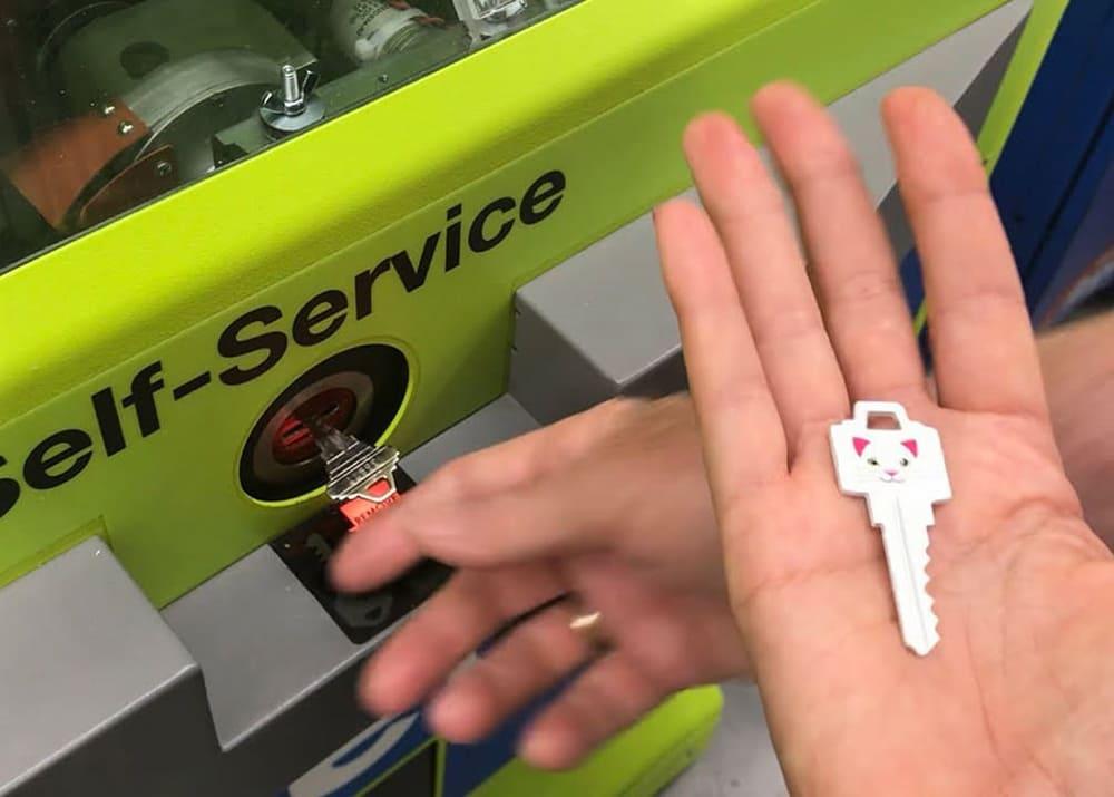Свой бизнес: как заработать на вендинге по изготовлению ключей