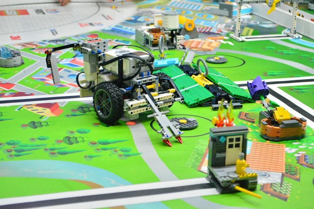 Свой бизнес: как открыть клуб робототехники для детей и подростков