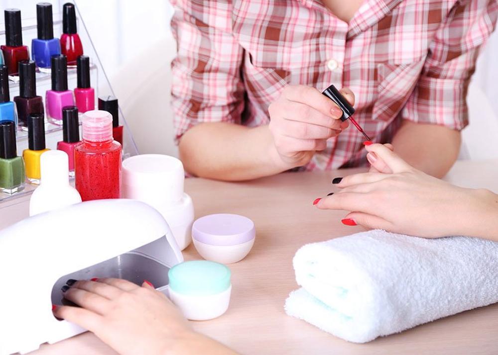 Женский бизнес: как заработать на маникюре