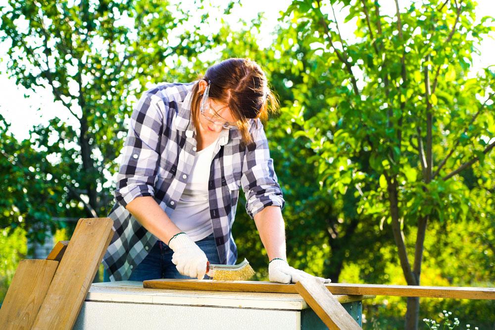 Свой бизнес: как заработать на изготовлении садовой мебели