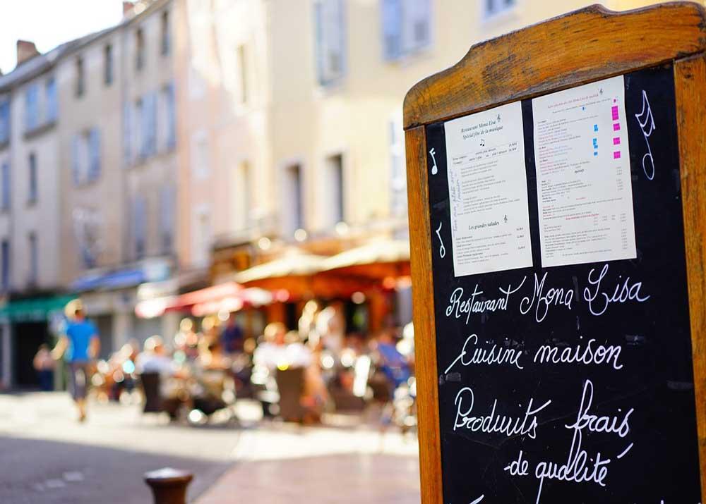 Свой бизнес: как открыть летнее кафе